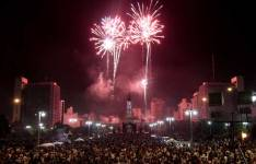 Fuegos artificiales Plaza Moreno. Foto: Diario Platense